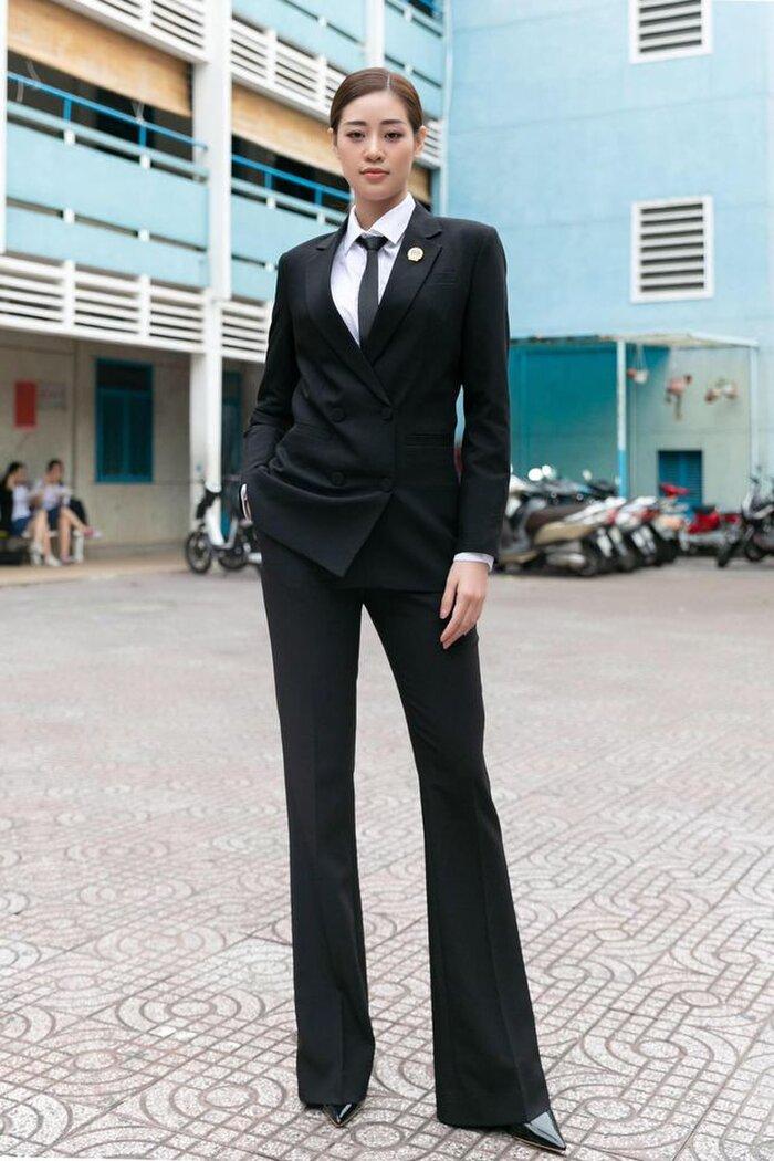Ngoài áo dài, đây là kiểu trang phục Khánh Vân nên diện ở Miss Universe, H'Hen Niê đã 5 lần chơi lớn cơ đấy! Ảnh 19