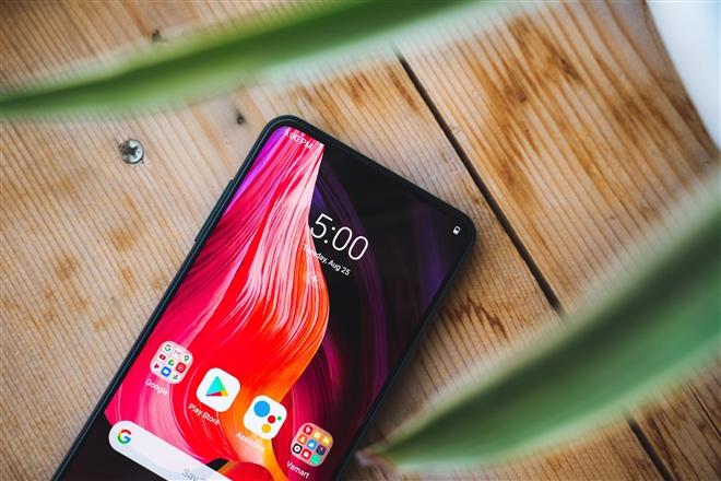 VinSmart dừng cuộc chơi smartphone: Dừng lại để đi xa hơn - 2
