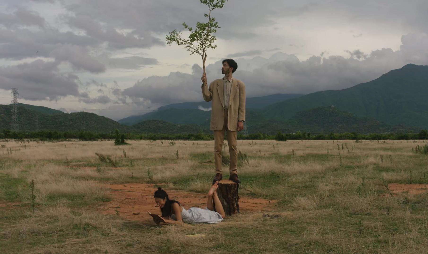 """Khám phá đồng cỏ đẹp như thảo nguyên trong MV """"Trốn tìm"""" của Đen Vâu - 3"""