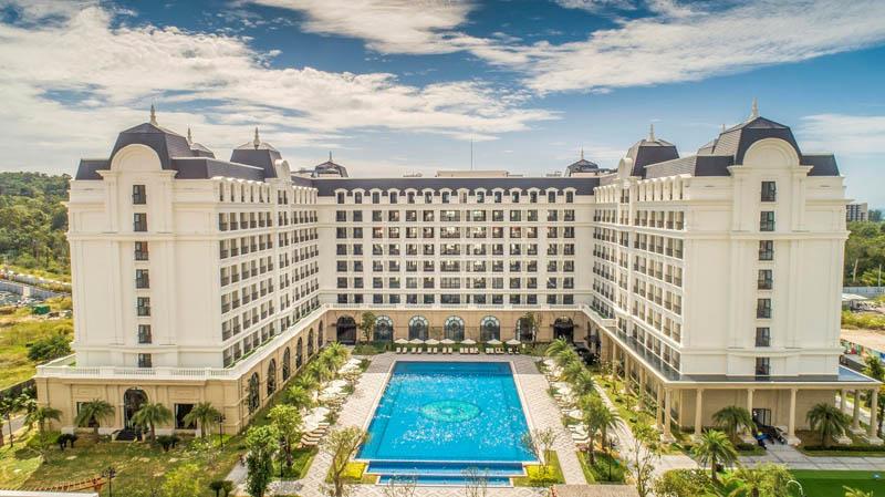 """bất động sản nghỉ dưỡng Phú Quốc được dự báo sẽ hồi phục mạnh mẽ sau khi dịch được kiểm soát. Do đó, đây là thời điểm vàng để """"gom hàng"""" chờ giá tăng"""